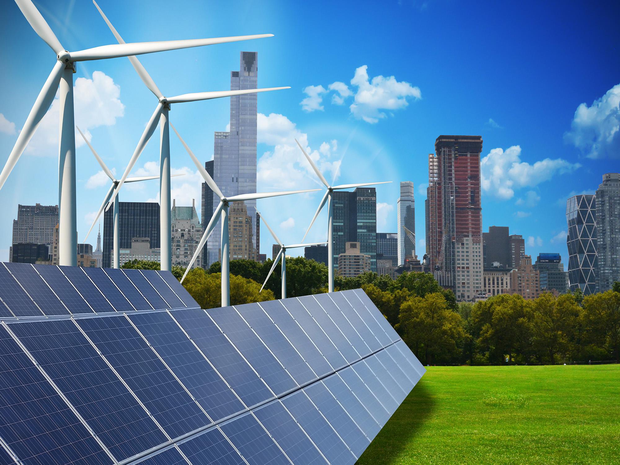 Erneuerbare Energien vor Stadt